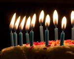 Blue_candles_on_birthday_cakecrop
